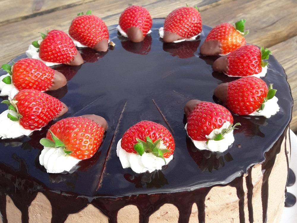 Schokosahne mit Erdbeeren